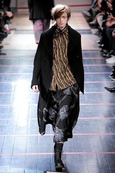 photo-14-photos-du-defile-yohji-yamamoto-homme-fashion-week-2014-2015_4681050