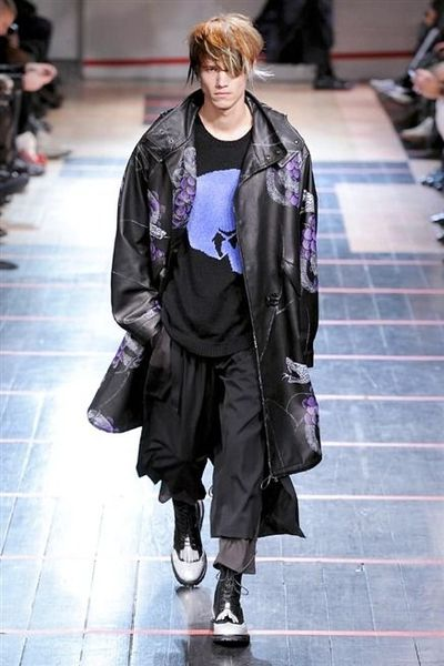 photo-19-photos-du-defile-yohji-yamamoto-homme-fashion-week-2014-2015_4681060